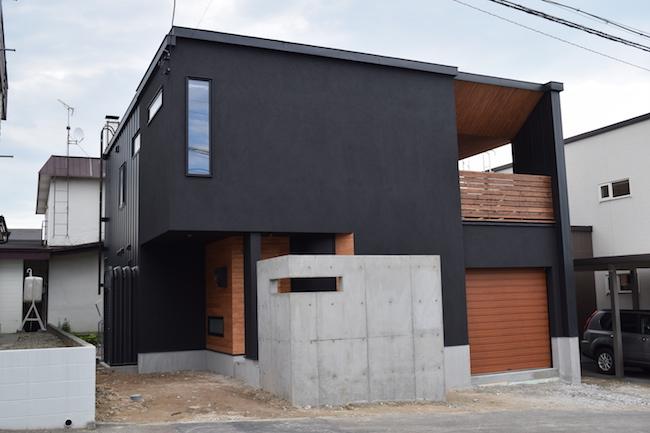 先輩のマットな家〜屋根のある露台で満たされる〜